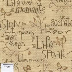 tissu patchwork beige foncé avec des écritures