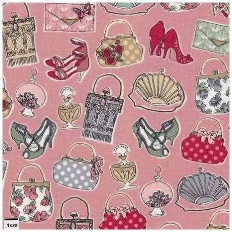 tissu patchwork rose saumon imprimé mode, chaussures, bouteilles de parfum, sac à main