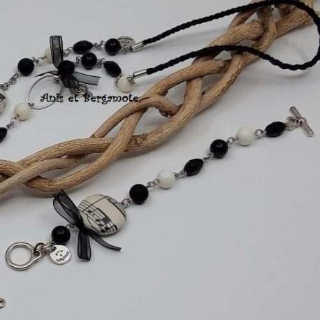 Bracelet noir et blanc sur le thème de la musique